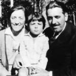 Pilar  de Zubiaurre con su esposo y su hijo Leopoldo.